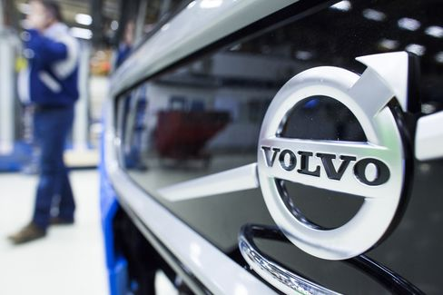 Volvo First-Quarter Earnings Plunge 92% on Production Cutbacks