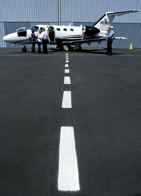 Shared Jet Sales Soar as Wealthy Fliers Avoid Airlines