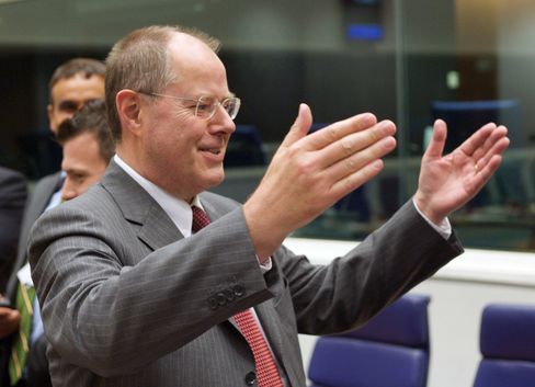 Merkel's One-Time Ally Steinbrueck Set to Be Her 2013 Challenger
