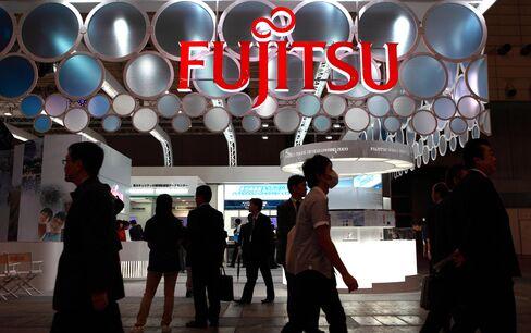 Fujitsu Cuts Profit Target 42% as Thai Floods Disrupt Output