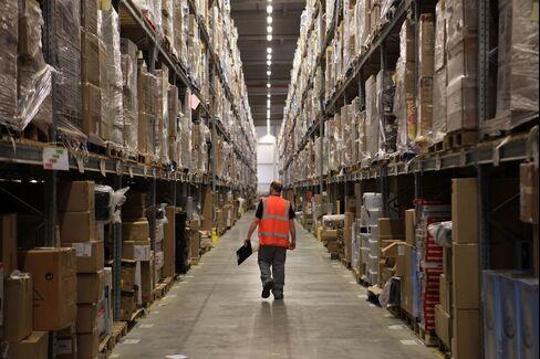 Warehouses Win Investors as Unsung Internet Heroes