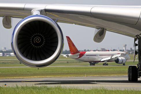 Boeing-Airbus Duopoly Tightens Jet-Order Grip as Upstarts Falter