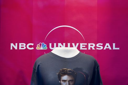 Comcast's NBC Purchase Vaults Roberts Further Into Entertainment