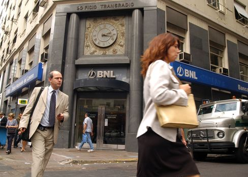 Argentines Get Free Bank Accounts