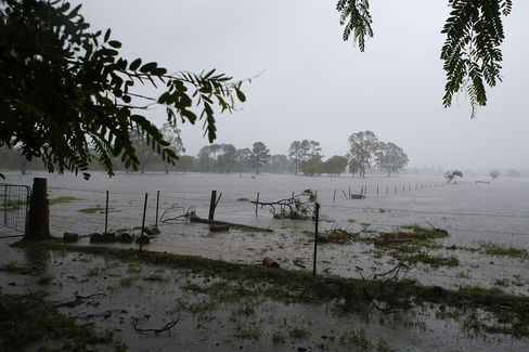 Severe Weather Lashes Eastern Australia as Floods Leave 3 Dead