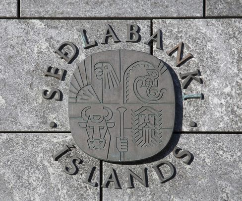 Iceland cuts key rate to 8% as Krona strengthens