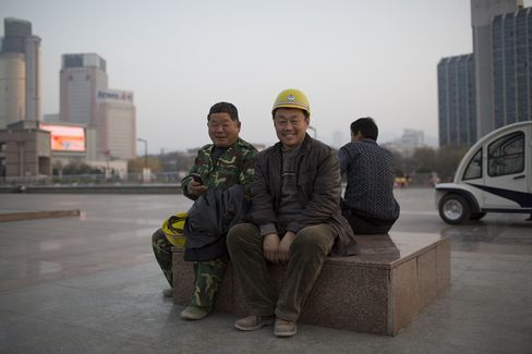 China Workforce Slide Robs Xi of Growth Engine Amid Slowdown
