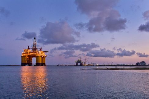 U.S. Gulf Oil Profits Lure $16 Billion More Rigs by 2015