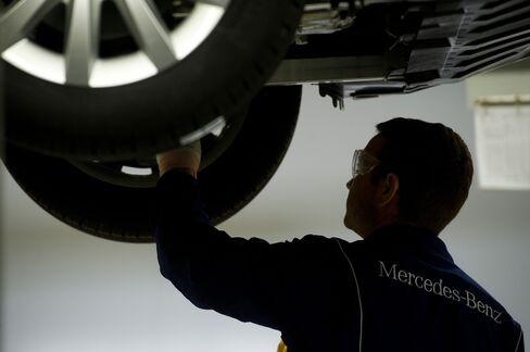 BMW to Mercedes Skip Summer Breaks to Seek Growth Beyond Europe