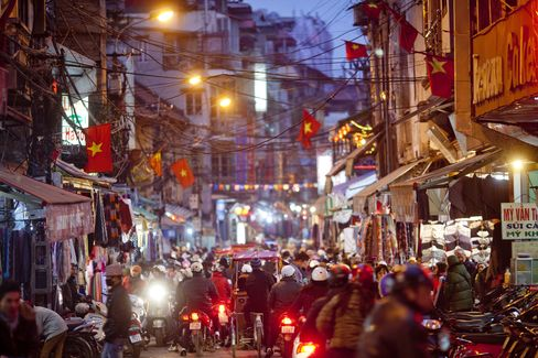 Vietnam Cheaper-Than-China Appeal Hurt by Strikes