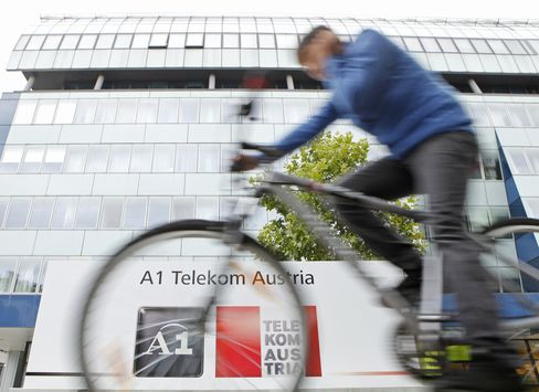 Telekom Austria Said to Vie With PE Bidders for Serbia Broadband