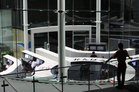 Asian Stocks Drop on Corporate Earnings Concern; Yen Advances