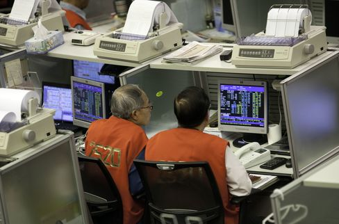 HKEX Shares Tumble as LME Purchase Seen Clearing Regulator