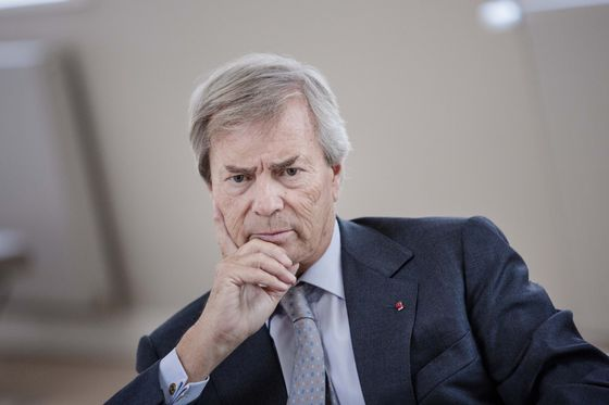 Billionaire Bollore Gets Political Grief for Paris Electric Cars