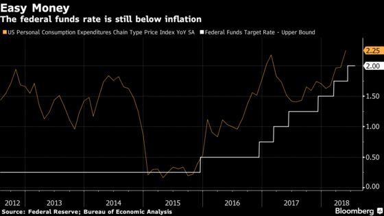 Powell to Duck Trump Jabs and Let Economy Justify Fed Rate Pause