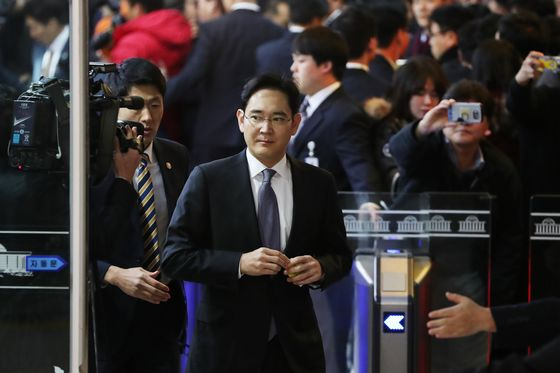 Lotte Chief Joins Jailed-Then-Released Chaebol Heads Shown Mercy