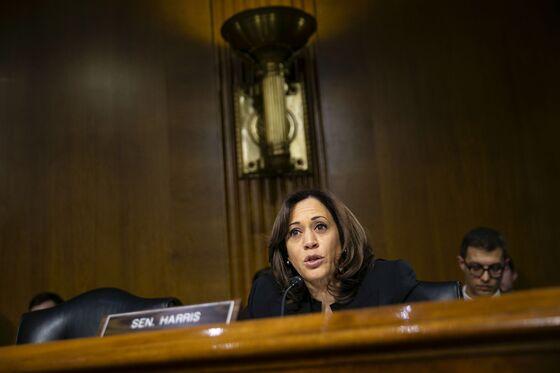 Democrats in 2020 Race Rally Around Ilhan Omar Amid Anti-Semitism Flap