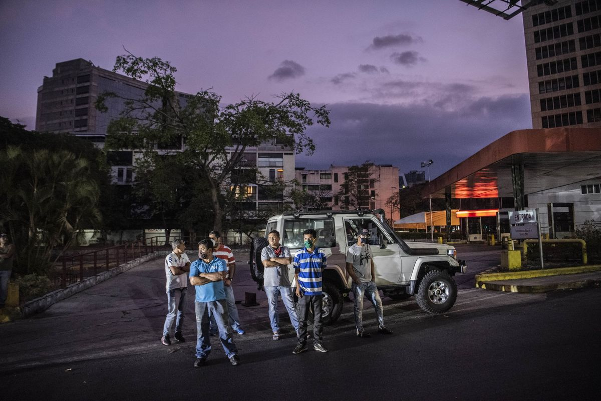 All It Takes Is a $100 Bribe to Fill Your Car Up With Gas in Caracas