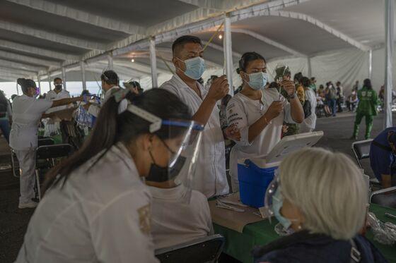 Mexico's Covid Deaths Fall Sharply on Immunity, U.S. Vaccines