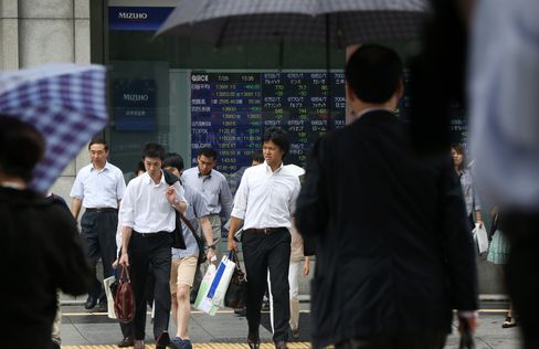 Asian Stocks to Won Slip on Fed Outlook as Gold, Oil Extend Drop