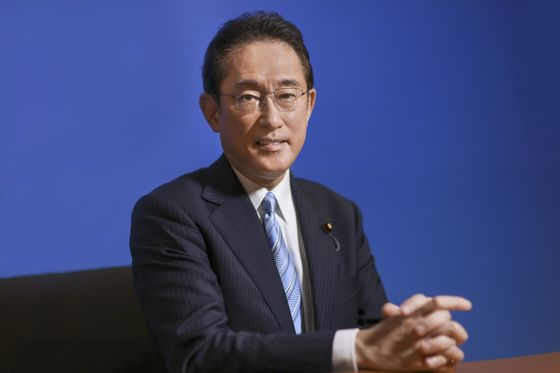 Japan's Leadership Rivals Diverge on Economic Paths After Covid