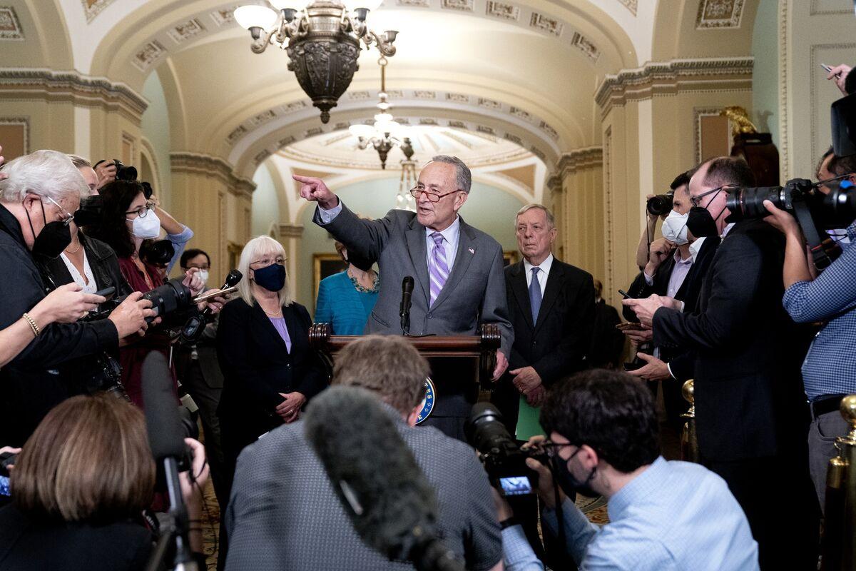 Democrats Signal They'll Accept Short-Term Debt Ceiling Hike thumbnail