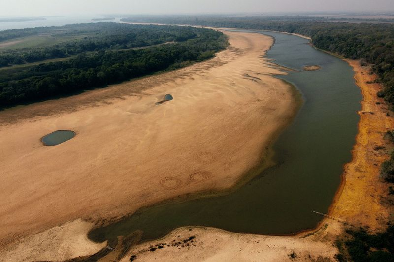 Low water levels in the Parana River are forcing Brazil's hydroelectric plants to rely on other fuels for generation.PHOTOGRAPHER: JUAN MABROMATA/AFP/GETTY IMAGES