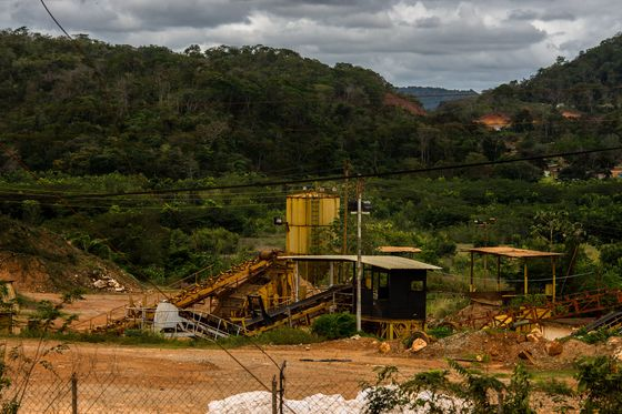 Venezuela Fuels an Amazon Gold Rush With Petrodollars Drying Up