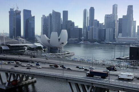 Singapore Economy Shrank Last Quarter as Manufacturing Eased