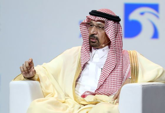 Saudis See Need for Major Oil Supply Cut Amid Fears of Glut