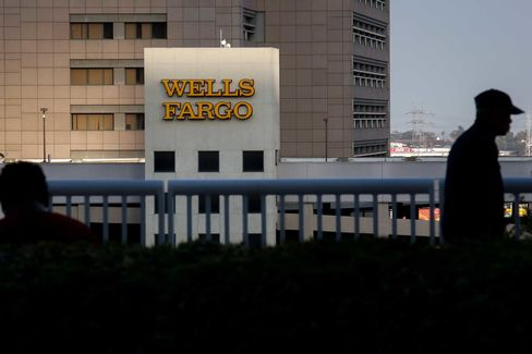 Chicago aldermen take aim at Wells Fargo