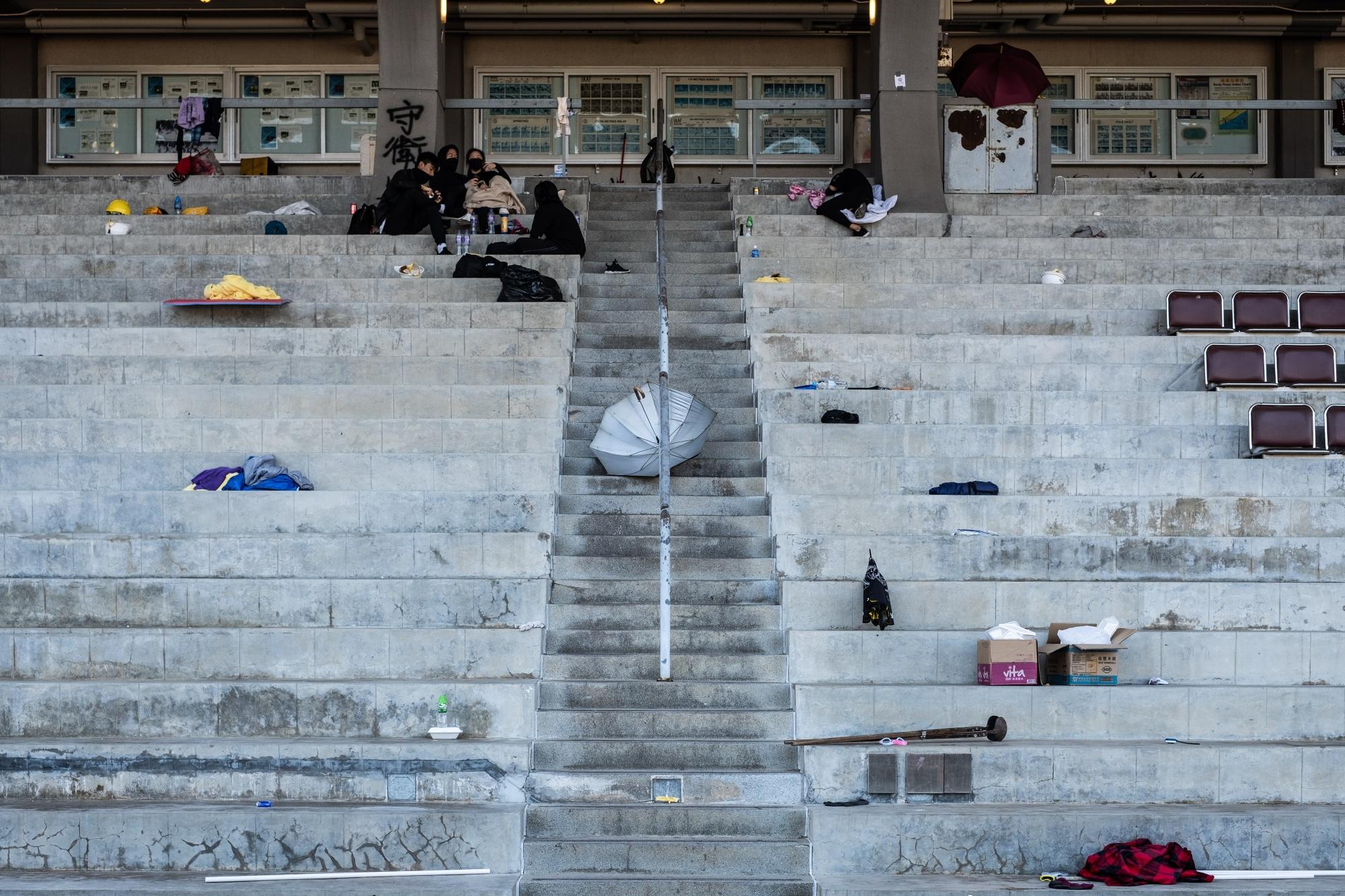 香港経済、09年以来のマイナス成長へ-政府が年間見通し引き下げ - Bloomberg