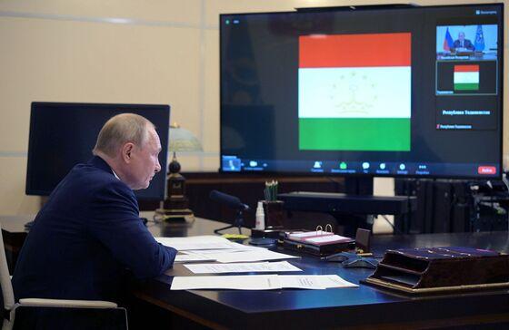 Putin Says 'Tens' of Covid-19 Cases in His Kremlin Entourage