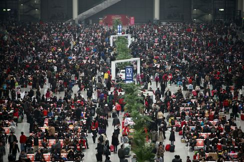 China Snowfalls Hamper Biggest Human Migration for New Year