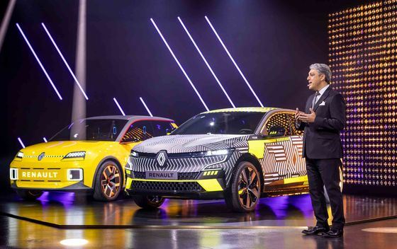 Renault Pledges to Cut Battery Costs 60% This Decade in EV Push