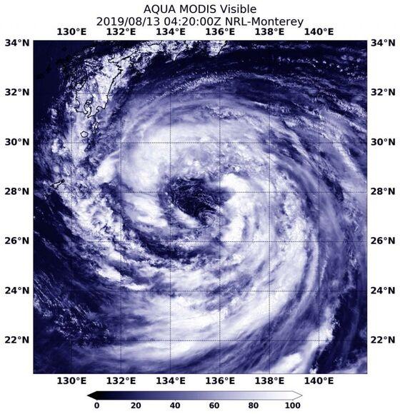 Hundreds of Japan Flights Canceled as Thursday Storm Looms
