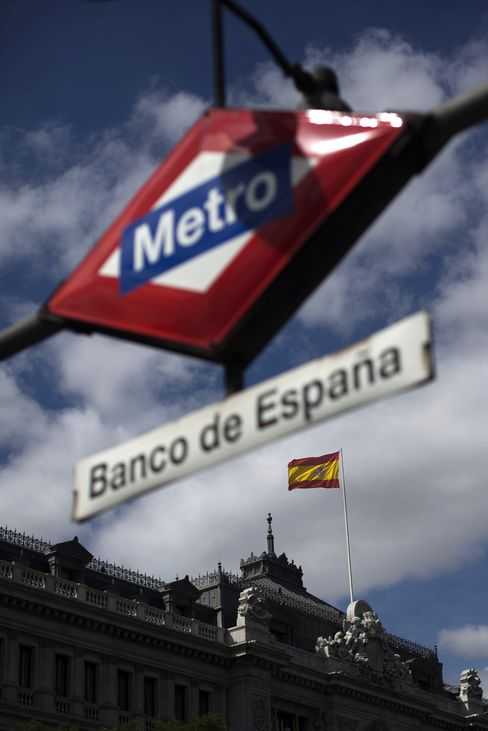 Spain Yield Reaches Euro Record as Rating Cut Before Italy Sale