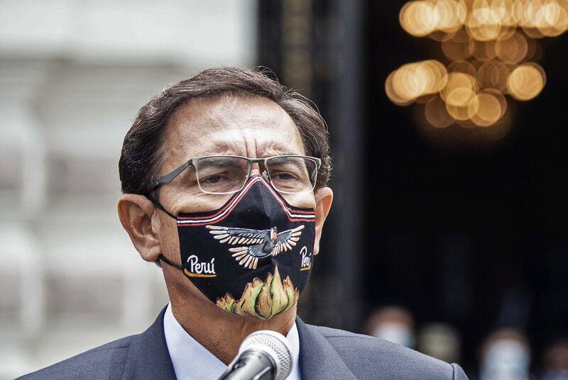 El presidente de Perú, Martín Vizcarra, luego de dirigirse a los legisladores antes del debate para acusarlo.