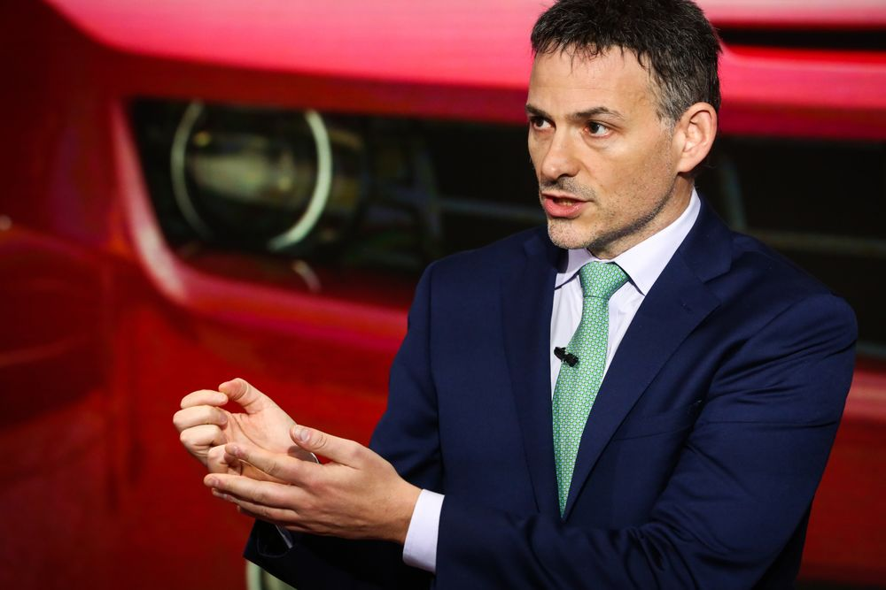 Greenlight's Einhorn Says the `Wheels Are Falling Off' for Tesla