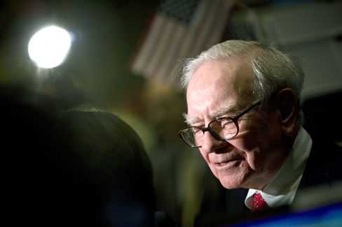 Berkshire Earnings Decline 24% on Buffett's Derivatives