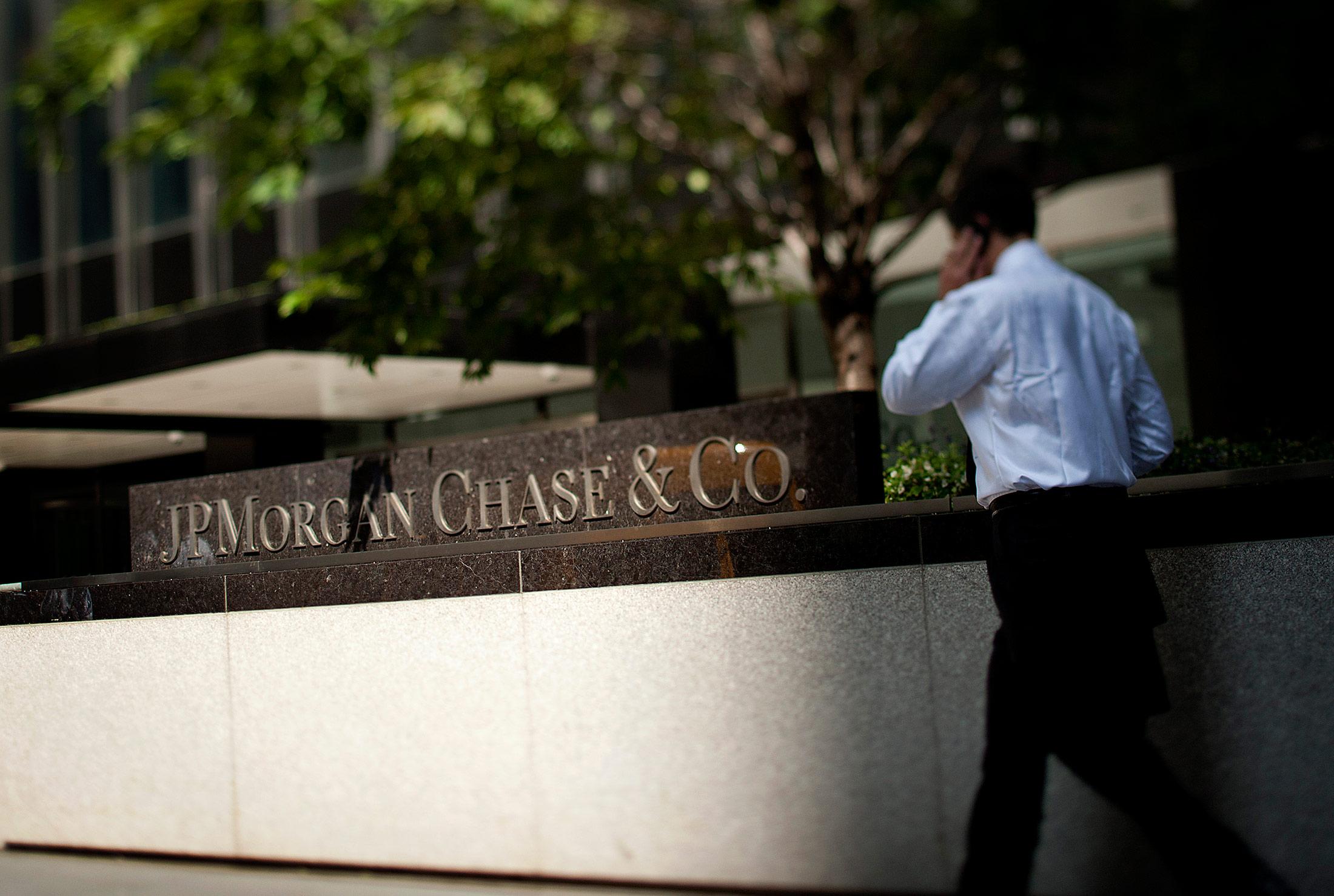 JPMorgan Kills Voice Mail - Bloomberg