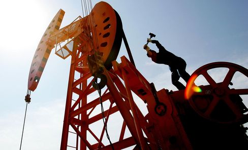 Chinese Laborers Work At An Oil Well In Hejian