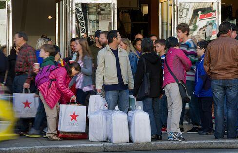 Shoppers Boost U.S. Weekend Spending to $59.1 Billion