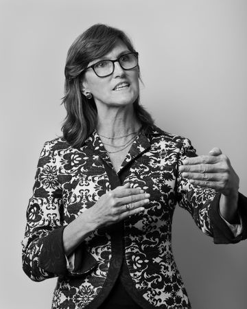 How Cathie Wood Bought Bitcoin and Ruled the ETF Rankings - Bloomberg