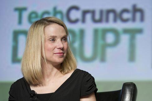 Yahoo's Ex-Chief Levinsohn Says Mayer Needs Years for Turnaround