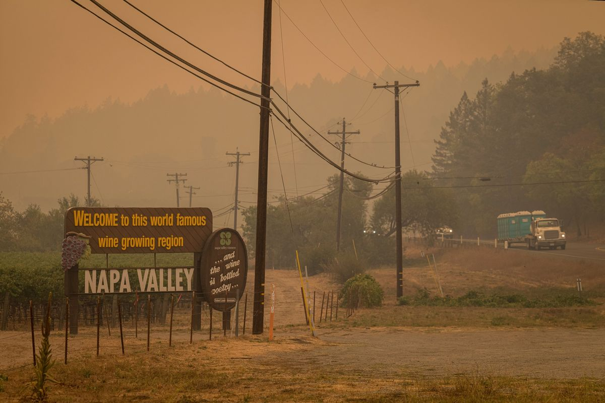 Fire in California Wine Country Forces Resort Town to Flee