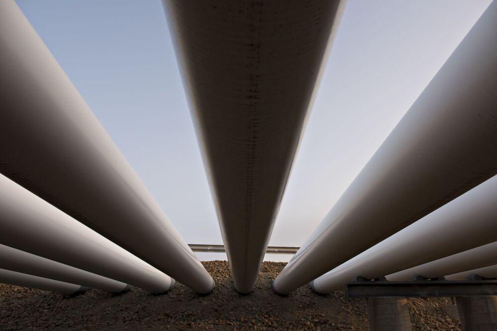 Enbridge Is Said to Eye Long-Term Deals on Biggest Oil Pipeline