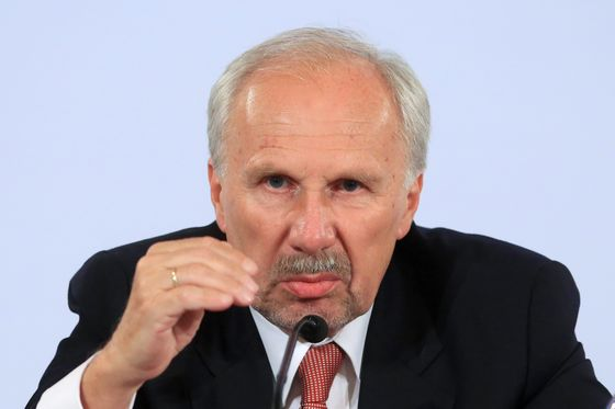 ECB's Nowotny Signals Italian Woes Shouldn't Delay Rate Hikes