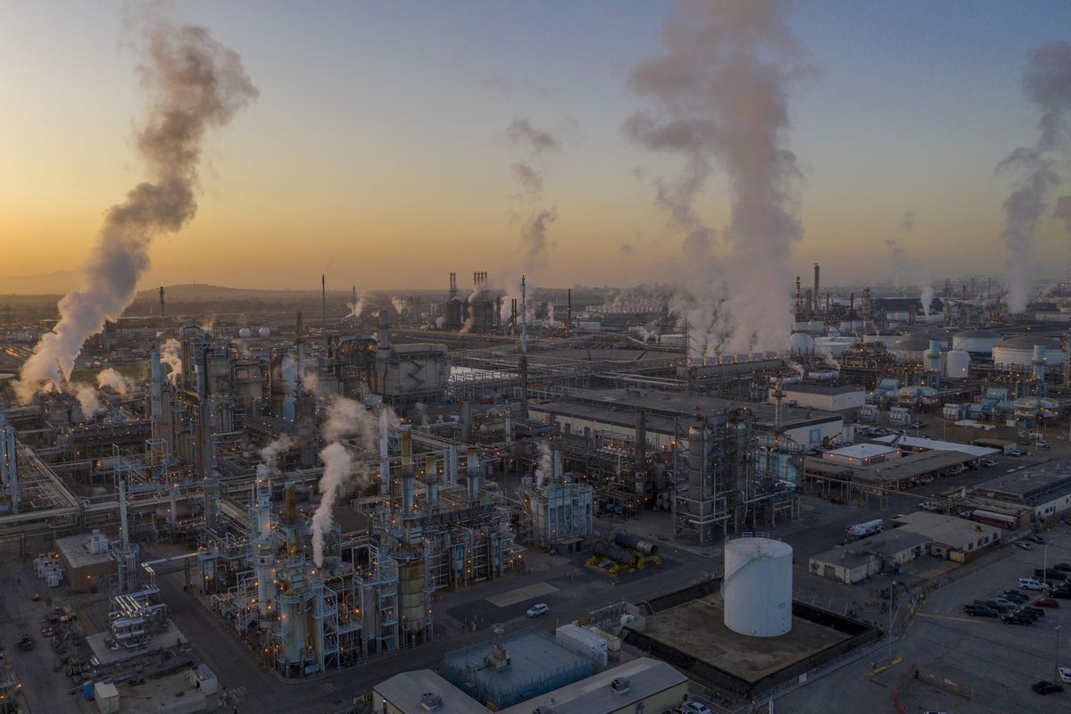 Oil's Chemical Profits Show Inflationary Double Whammy thumbnail