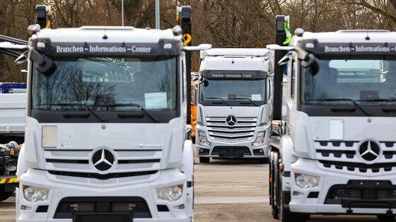 Daimler Investors Approve Plan to Split Mercedes From Trucks